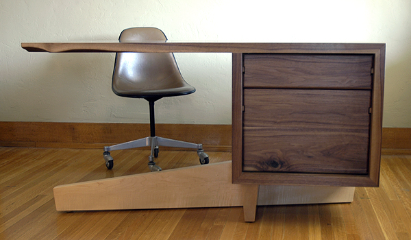 cupertino cantilever desk 4