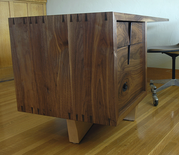 cupertino cantilever desk 5