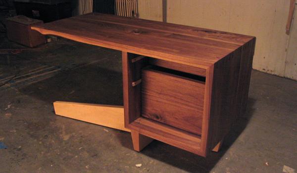 cupertino cantilever desk 9